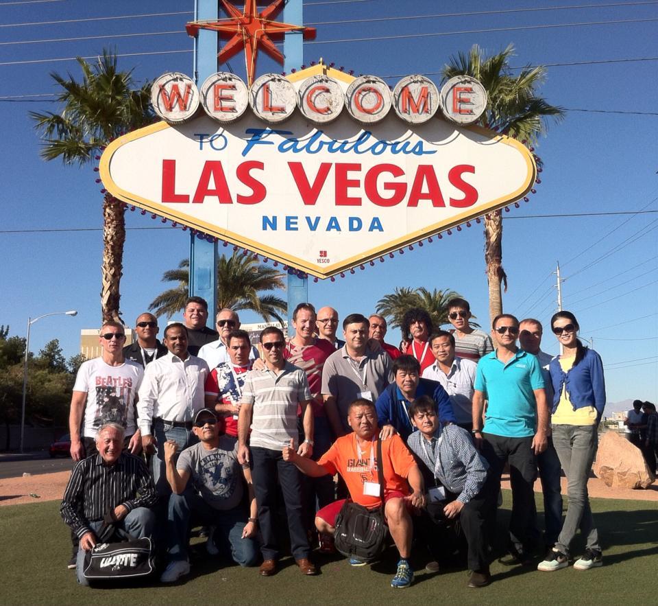 Berfoto Bersama Pelatih Gulat Seluruh Dunia