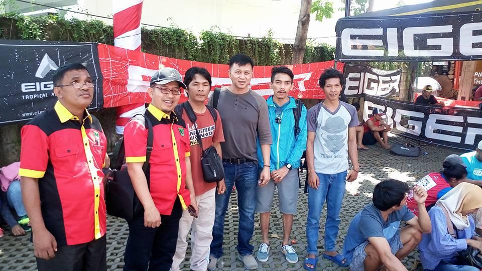 Salah Seorang Pengurus KONI Sumbar Fazril Ale Ketika     Berkunjung ke Bali bersama Anggota DPRD Sumbar Meninjau Atlet Panjat    Tebing  Sumbar bertanding di Kejuaraan nasional