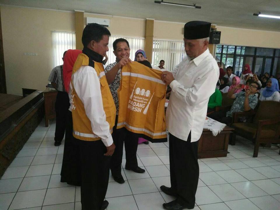 Acara Penataran Relawan Kebersihan Kota Padang.