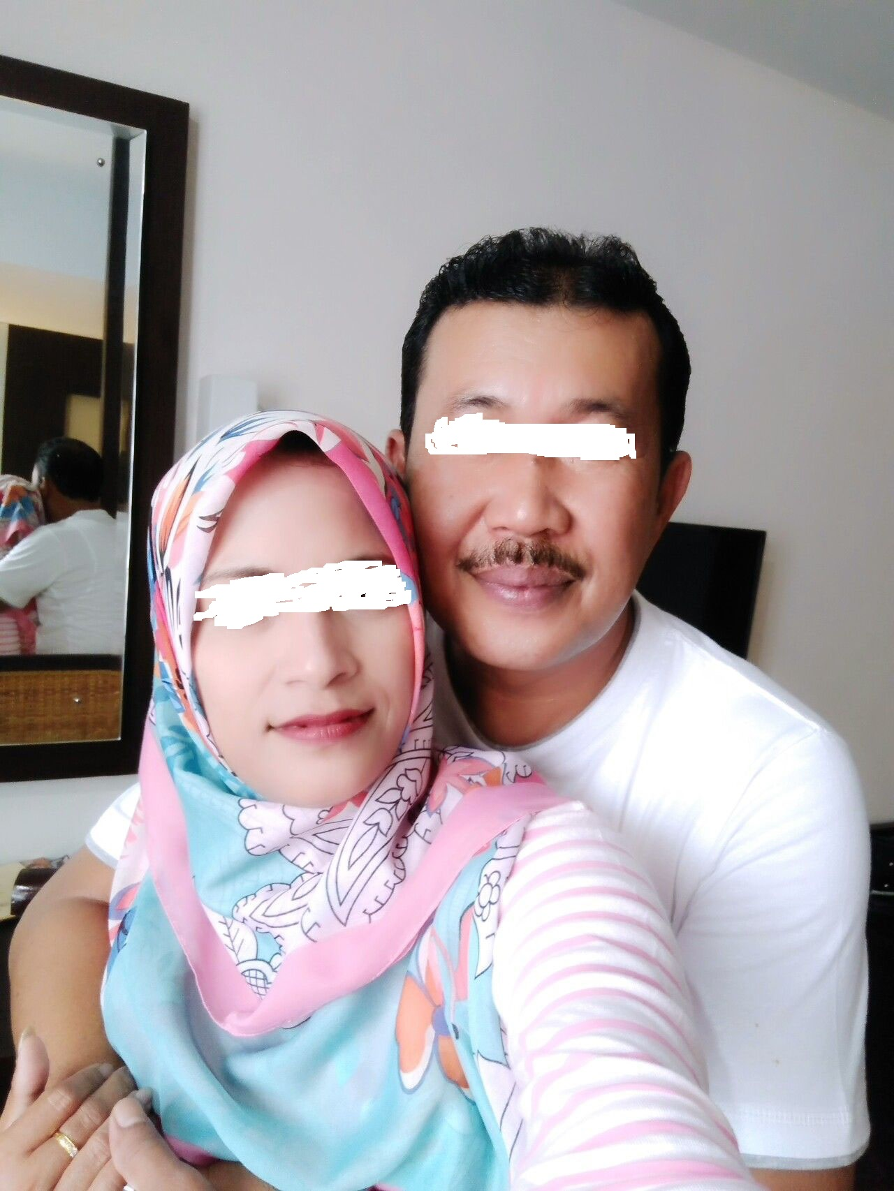 Foto suami istri , NS, 53 dan MS 35