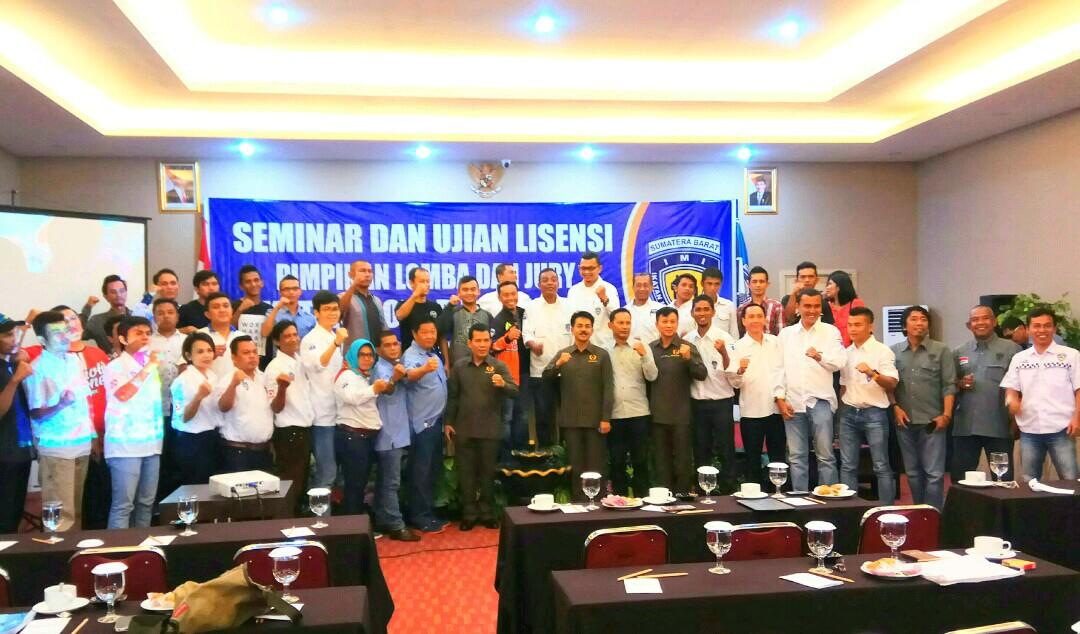 Jajaran Pengurus IMI Sumbar Bersama Jajaran Pengurus KONI Sumbar Foto Bersama Usai Pembukaan Seminar dan Ujian Lisensi Nasional