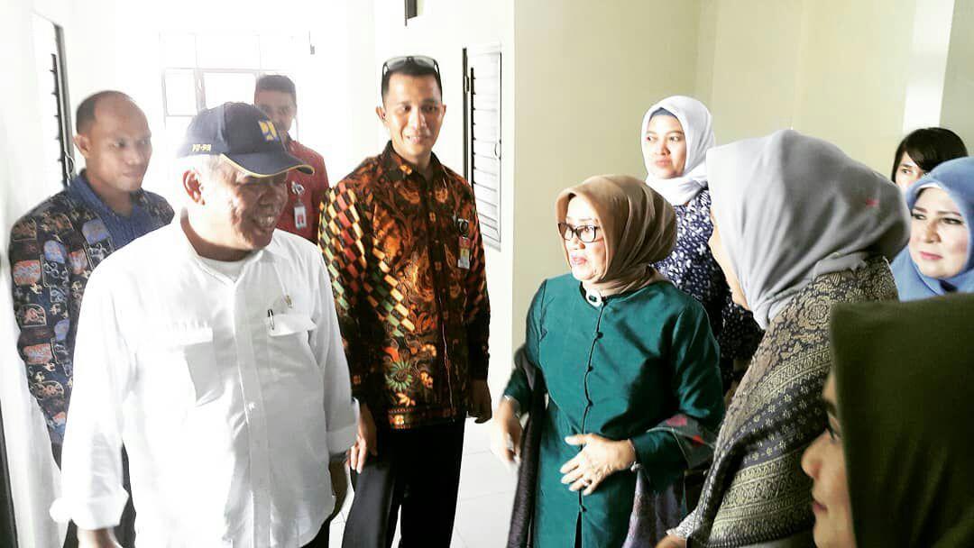 Menteri Basuki Dampingi Hj Mufidah Jusuf Kalla Melihat Rusunawa
