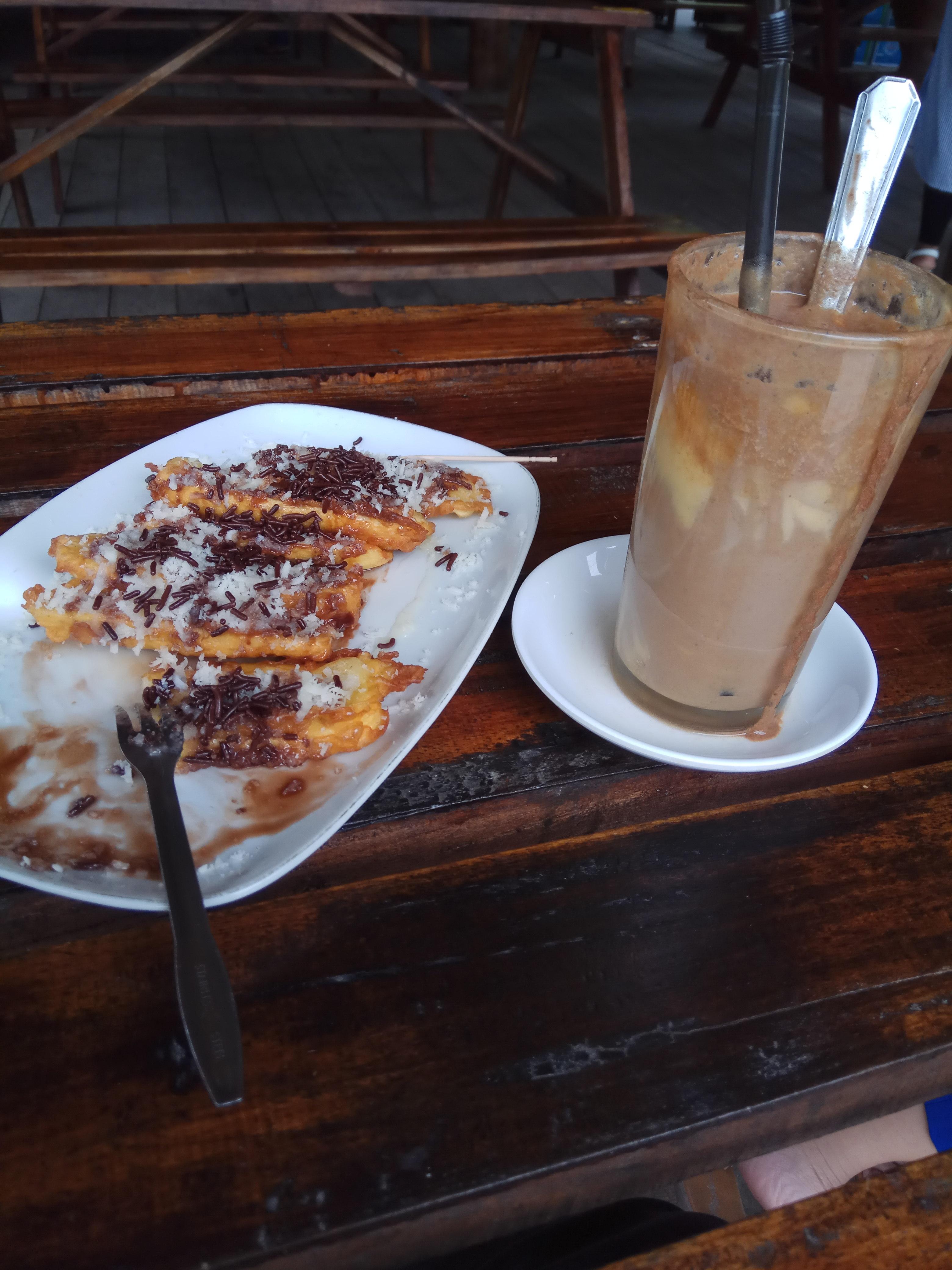 Teh Talua Tapai dan Pisang Coklat Keju