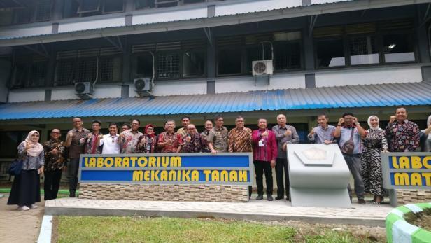 Semen-Indonesia-Revitalisasi-Laboratorium-Teknik-Sipil-Universitas-Bung-KlikPositif-230120120909