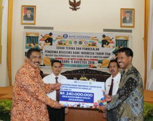 120 Mahasiswa Terima Beasiswa Bank Indonesia
