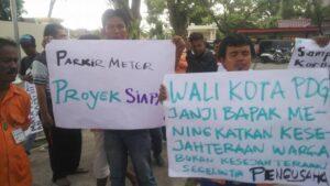 Juru Parkir Kota Padang Demo Ke DPRD