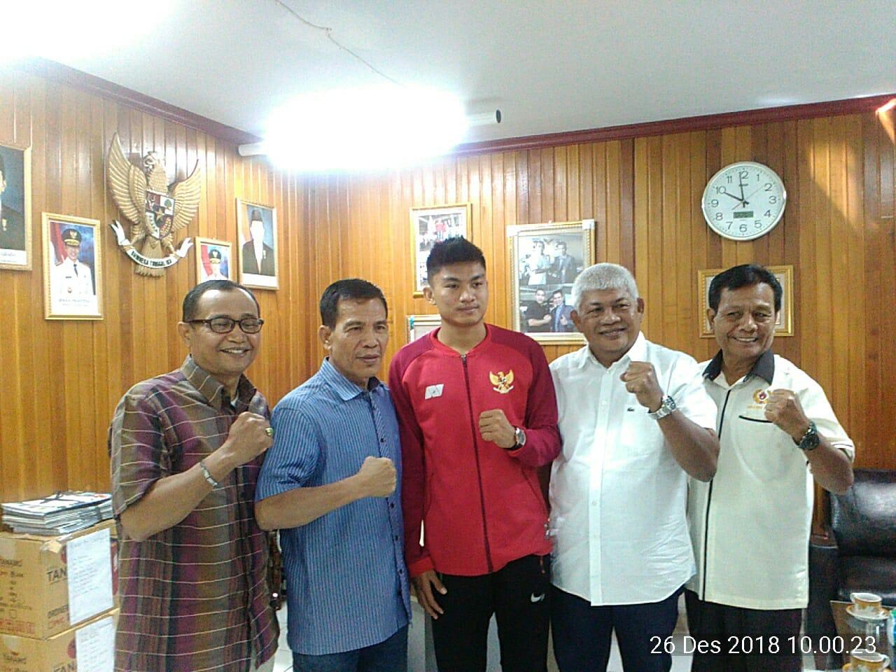 Dihadapan Ketua KONI Sumbar,Pemain Timnas Indonesia Ini Siap Dedikasikan Diri Untuk Ranah Minang