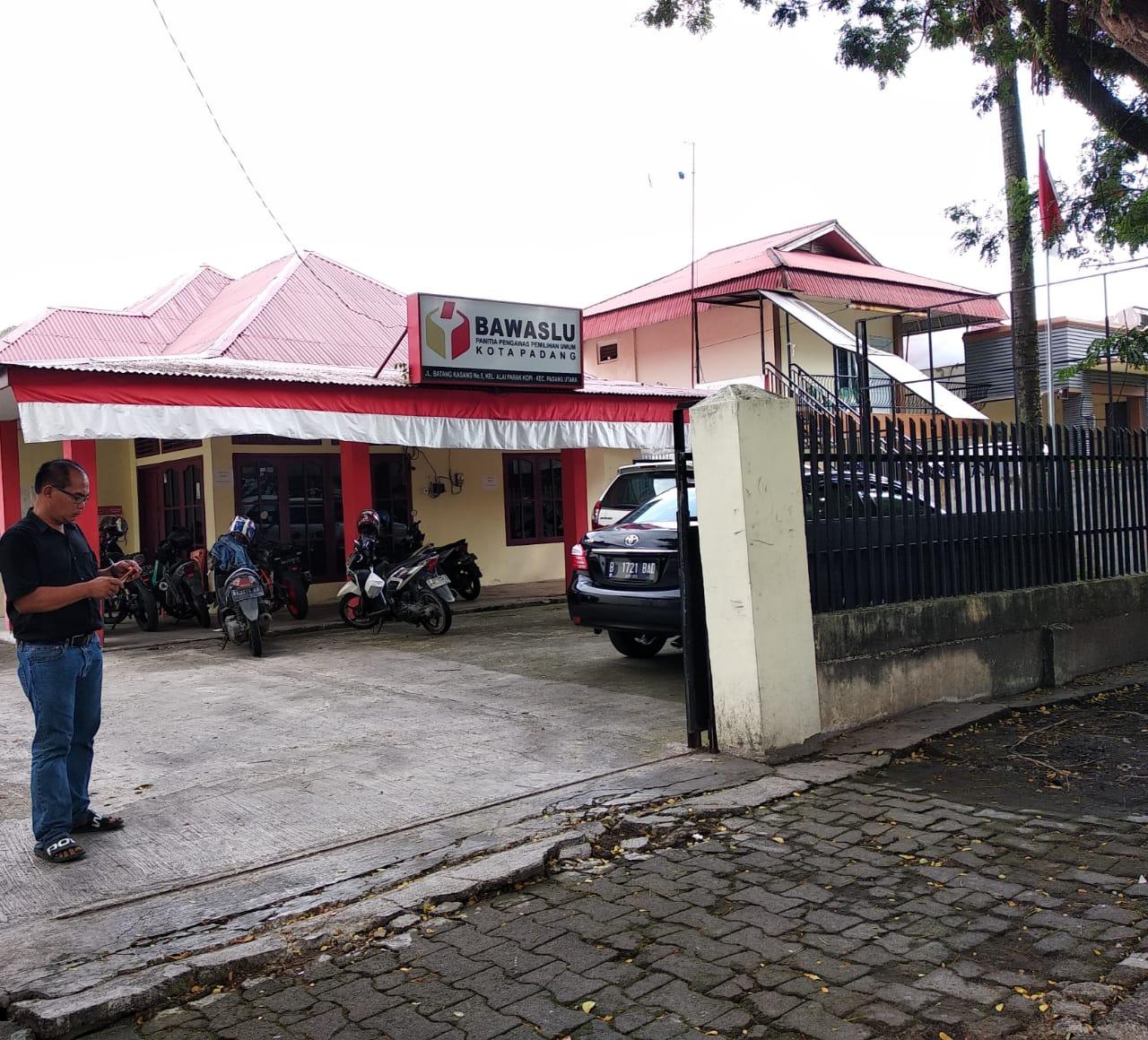 Keluarga Marnis Saksi Kunci Politik Uang di Padang Penuhi Panggilan Bawaslu