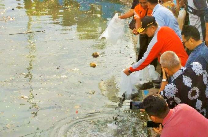 Wagub Nasrul Abit Lepas Bibit Ikan, Danau Cimpago Makin Mantap Jadi Objek Wisata Baru di Sumbar