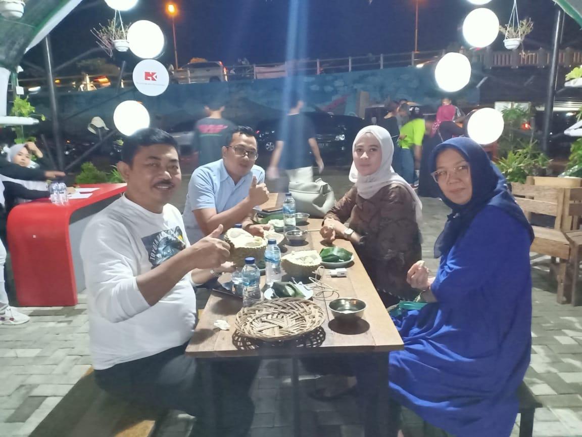 Anggota DPRD Sumbar dan Kajati Jawa Tengah Jajal Nikmatnya Durian Cimpago