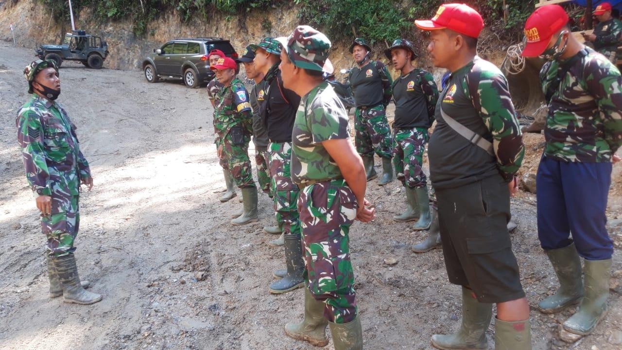 Anggota Satgas TMMD Tunjukkan Loyalitas Dalam Menerima Arahan Komandan