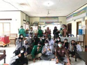 Mahasiswa KKN UNAND Padang, Bantu Warga Bikin Hand Sanitizer dan Sabun Cair