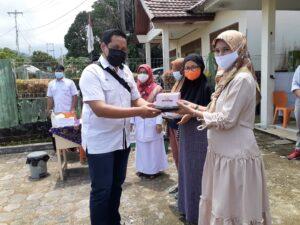 PT Semen Padang Salurkan Bantuan untuk Ibu Hamil dan Balita