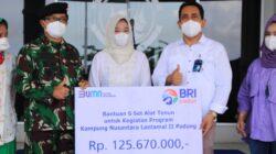 Danlatamal II Serahkan Bantuan Alat Tenun Buat Warga Sungai Pisang
