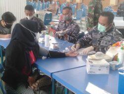 Nakes TNI AL Lantamal II Lanjutkan Serbuan Vaksinasi Maritim